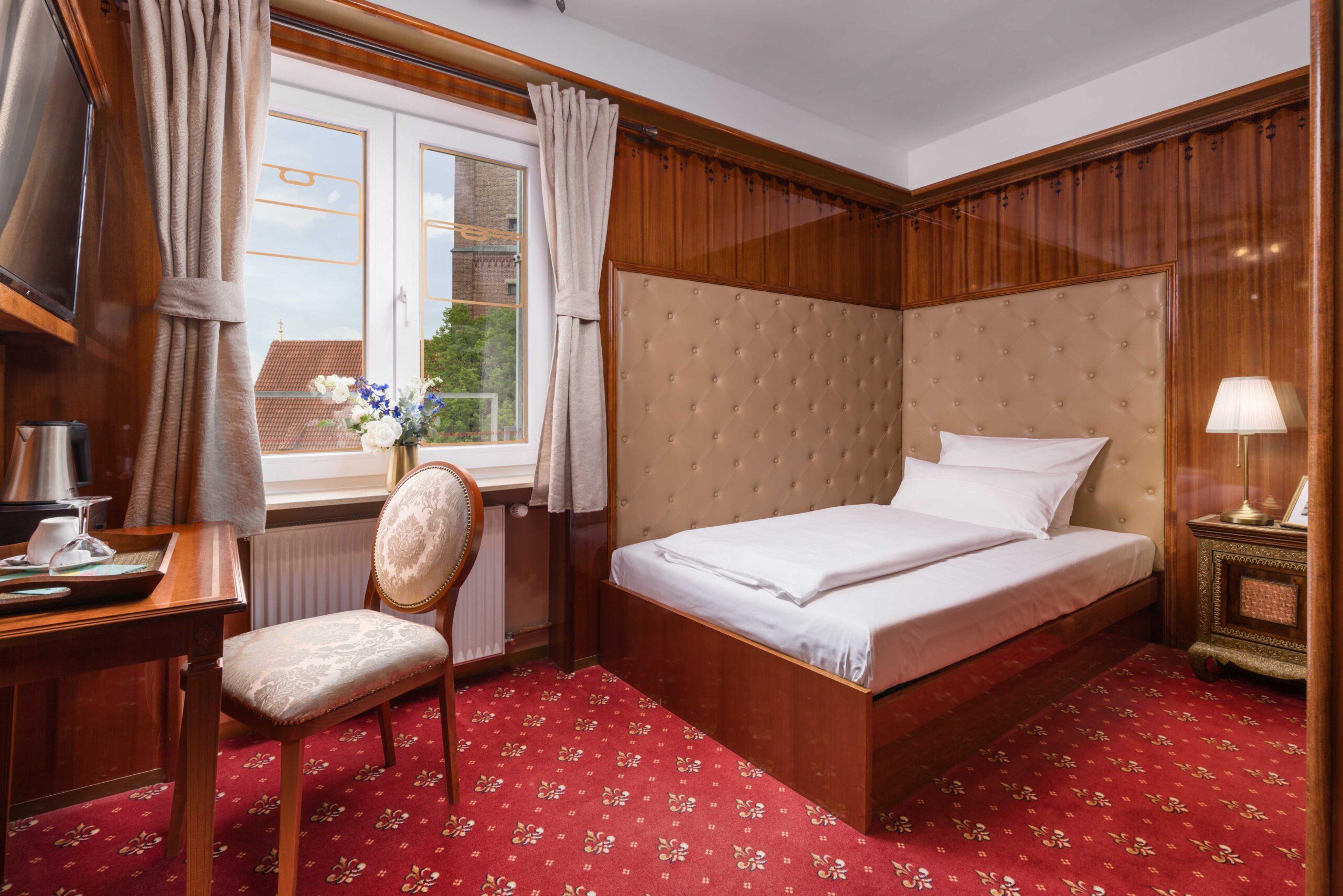 "Hotel du Train München - Business Class ""Lady"""
