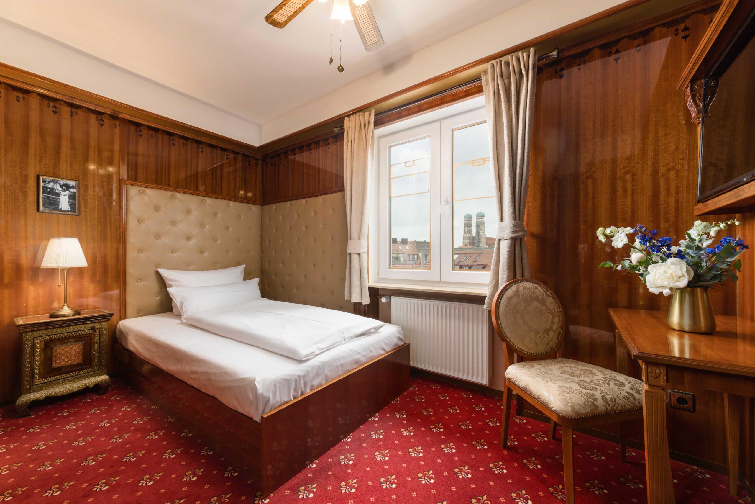 "Hotel du Train München - Business Class ""Lady"" 2"