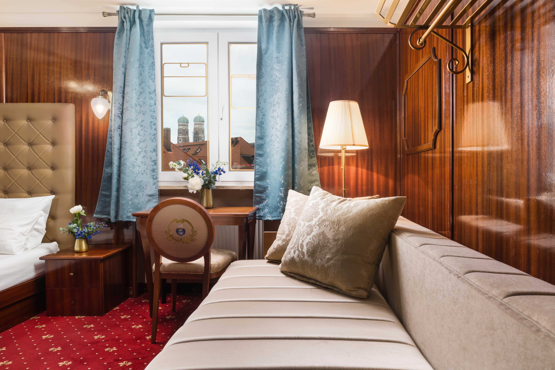 "Hotel du Train München - Premium Class ""Junior Suite"""